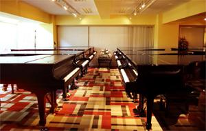 グランドギャラリー東京 日本橋会場にて グランドピアノ24台、アップライトピアノ17台展示