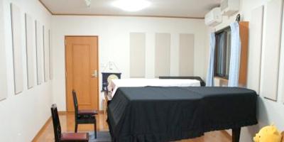 2台のピアノとエレクトーンのための音楽専用・新築戸建(20畳+天井裏収納、ミニキッチン・トイレ完備)