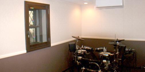 ドラム・ベース等のためのプライベートスタジオ(7.4畳)