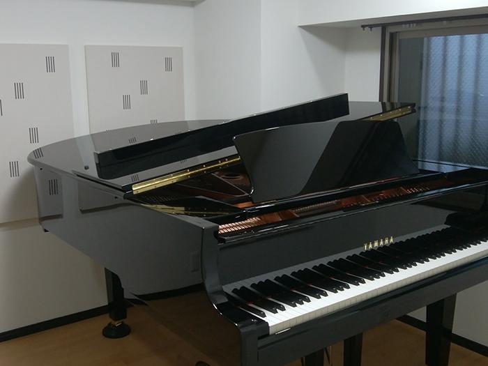 グランドピアノとコントラバスのための防音室
