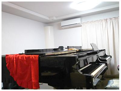 グランドピアノのための音場改善工事例