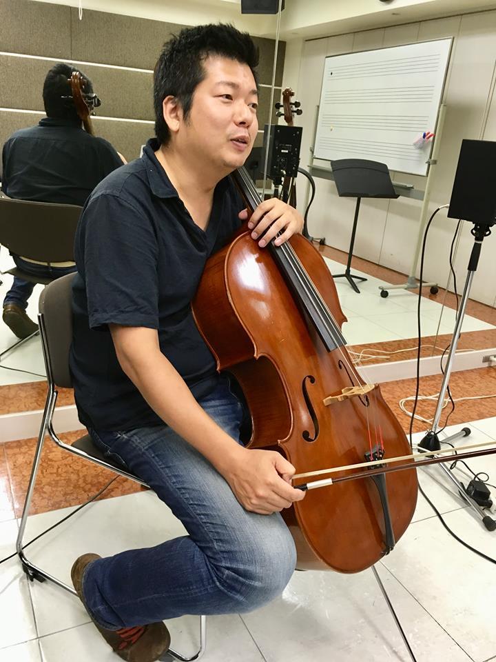 ヤマハ大人の音楽レッスンチェロ講師の穴田貴也講師