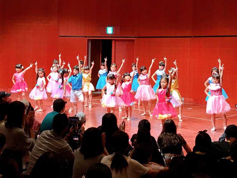南大沢駅前センターテーマパークダンス